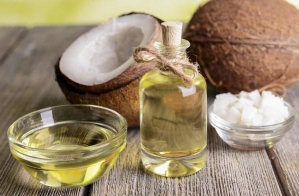 Trị mụn với dầu dừa hiệu quả