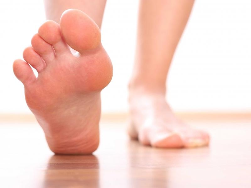 Dầu dừa trị nứt gót chân